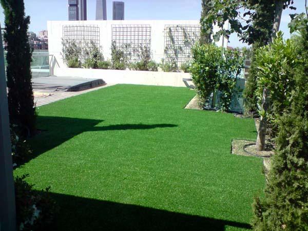 Mantenimiento de jardines jardineria tres cantos ricotrebol for Mantenimiento de jardines